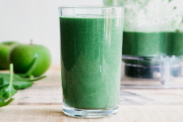 Vegan paleo green protein smoothie