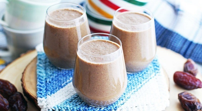 Creamy date coffee breakfast smoothie