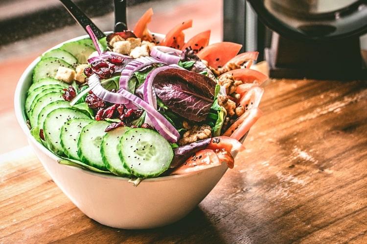 Raw vegetable salad