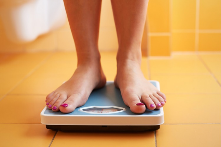 Using a scale to track weight loss