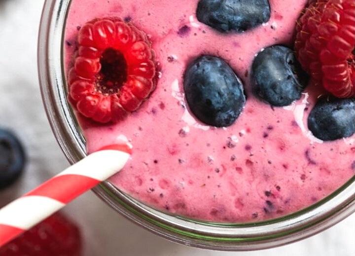Black tea mixed fruit smoothie
