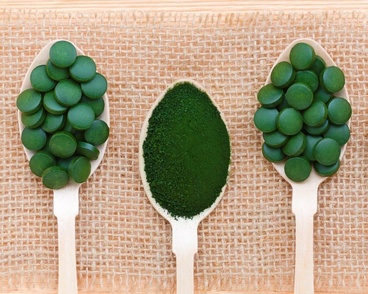 Spirulina powder and tablets supplements