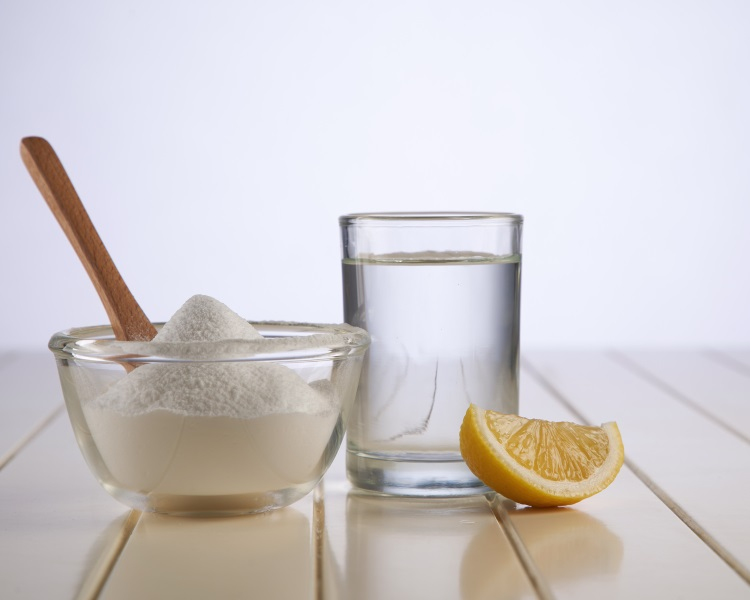 Baking soda and water cleaning solution
