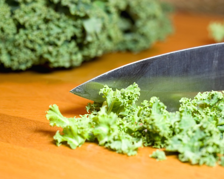 Cutting kale into small pieces