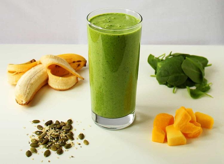 Green protein power breakfast smoothie